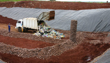 Defendo o apoio técnico e financeiro para os municípios construírem aterros sanitários