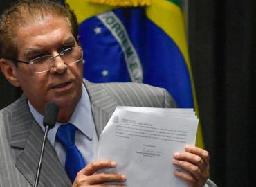 Jader propõe inclusão de estados e municípios na reforma da previdência