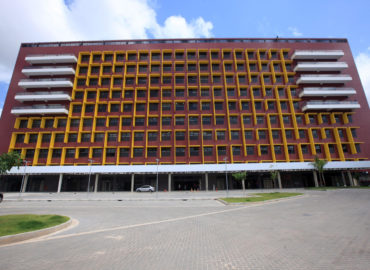 """""""A história sendo reescrita"""" lembra Jader Barbalho, que construiu o primeiro prédio do Abelardo Santos"""