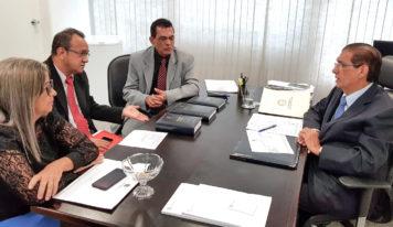 Jader recebe prefeitos e representantes de municípios paraenses em Brasília
