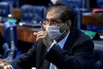 Comprovante de vacinação: 73% da população aprova projeto do senador Jader